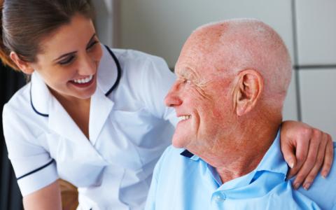 Er du autorisert sykepleier og har erfaring fra sykehjem?